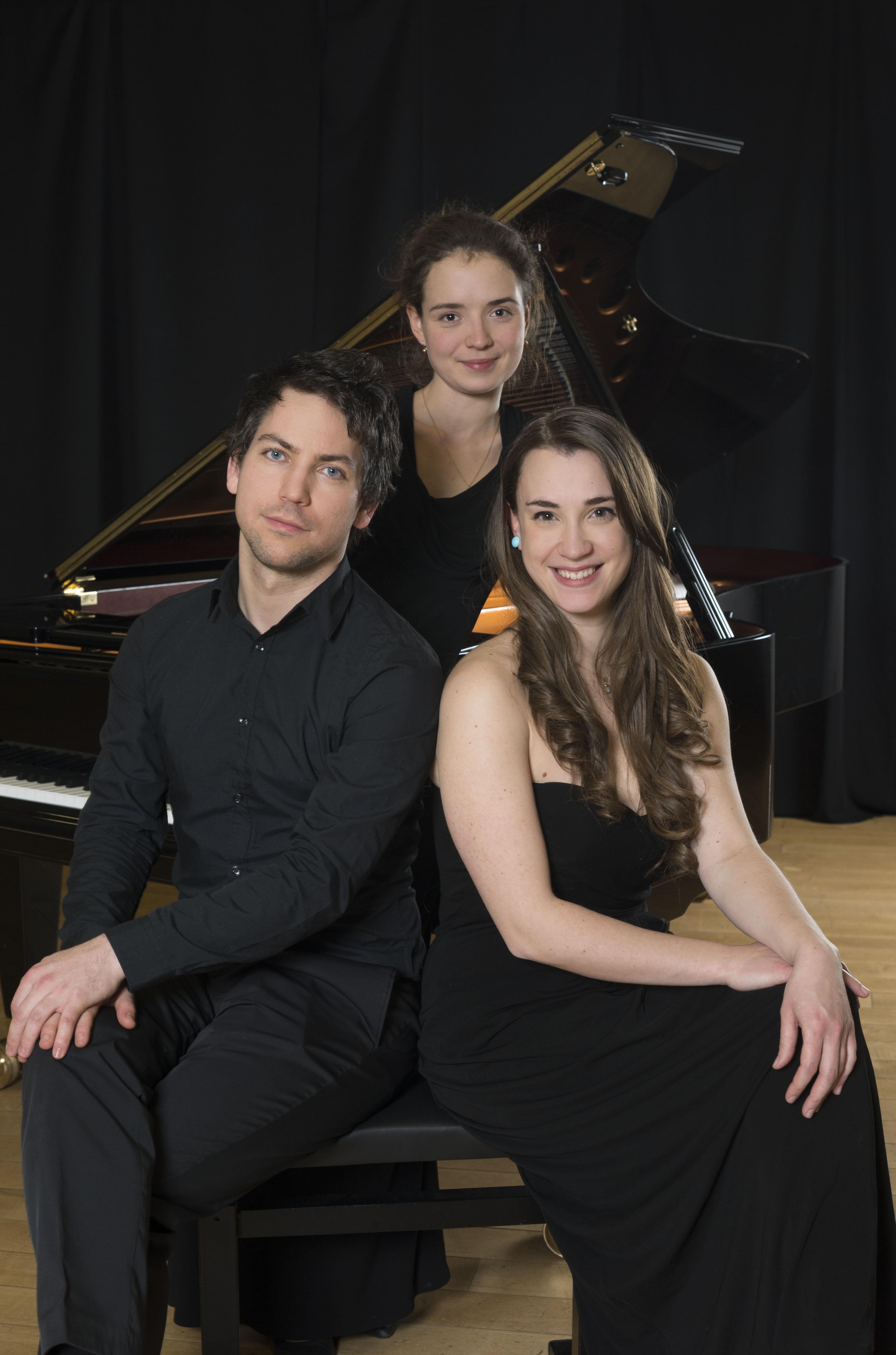 Preisträger Rahn Musikpreis 2016: Benedek Horváth und Chiara Opalio (1. Preis, sitzend), Alexandra Sikorskaya (3. Preis, stehend)