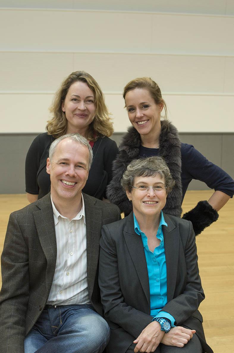 Juroren Rahn Musikpreis 2014, Karen Forster und Sol Gabetta (stehend), Frank Sanderell und Ada Pesch (sitzend)