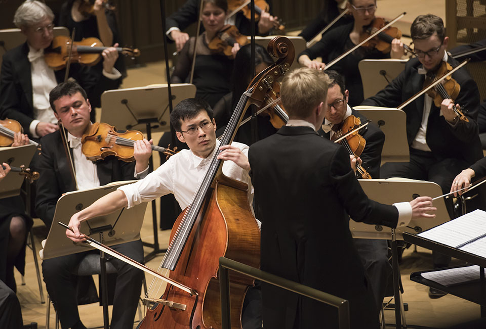 First prize winner Zhixiong Liu accompanied by the Luzerner Sinfonieorchester, conducted by Patrick Hahn