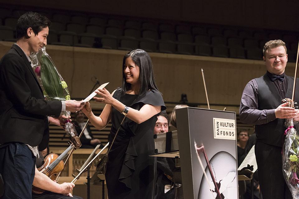 Preisübergabe - 1. Preisträger Salauat Karibayev und Ana P. Rahn Erden