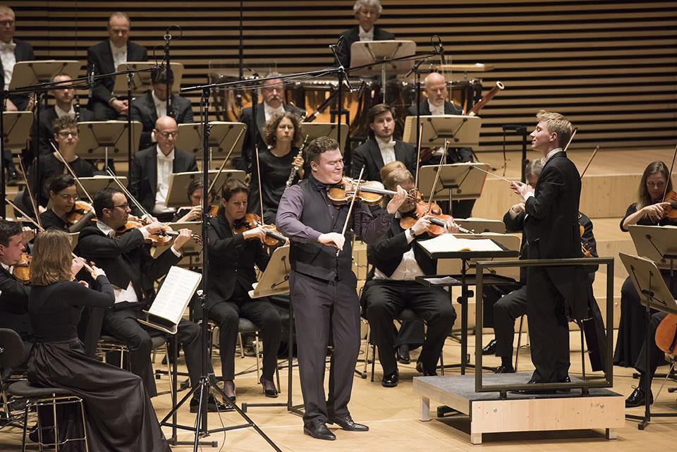 1. Preisträger Vasyl Zatsikha begleitet vom Luzerner Sinfonieorchester unter der Leitung von Patrick Hahn