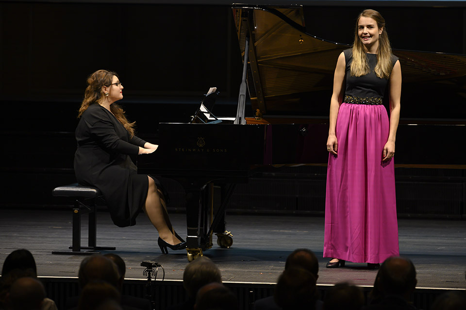 Nora Bertogg (soprano) and Larisa Baghdasaryan (piano), both scholarship holder Rahn Kulturfonds